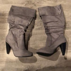 Shoes - Like new grey suede boots